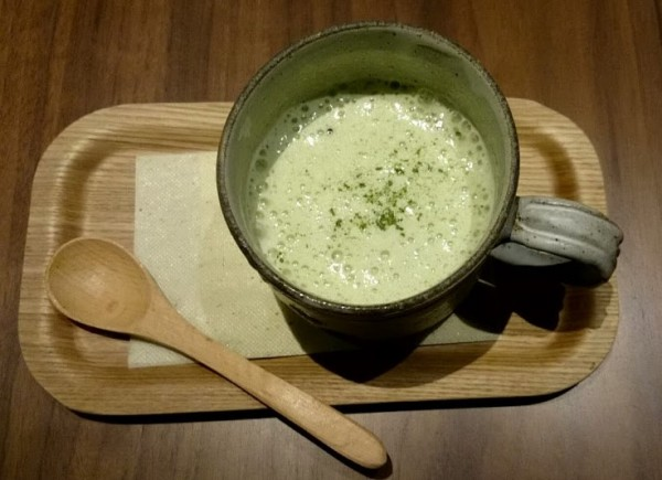 挽きたて緑茶のふんわりラテ