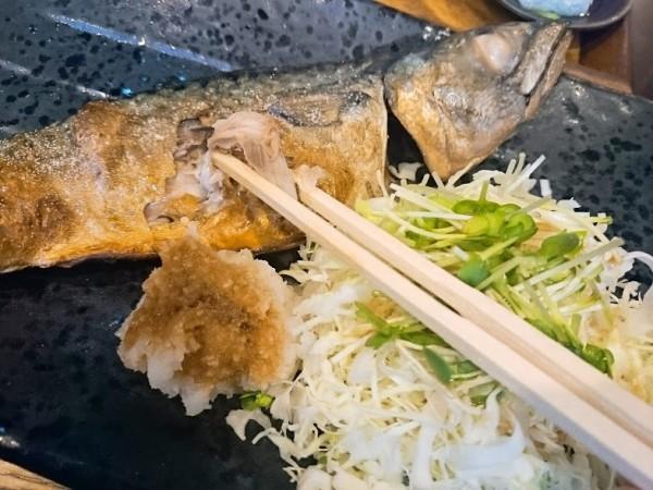 サバ塩焼き定食(さばの塩焼き、船場風せんべい汁、小鉢、漬物、ごはん)