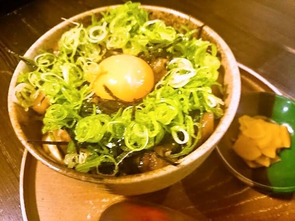 海鮮ユッケ丼 690円