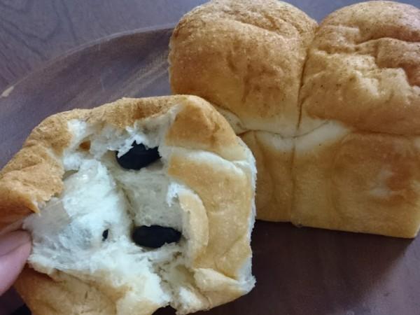 黒豆食パン 320円