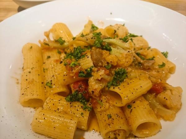 豚ホホ肉の煮込みとカリフローレ「リガトーニ」