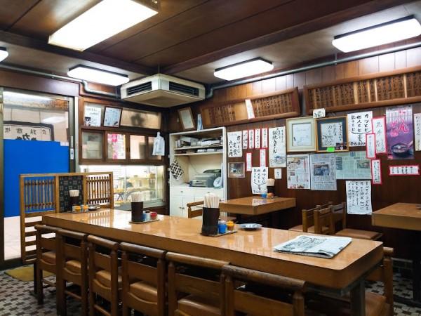 力餅食堂中崎店の店内