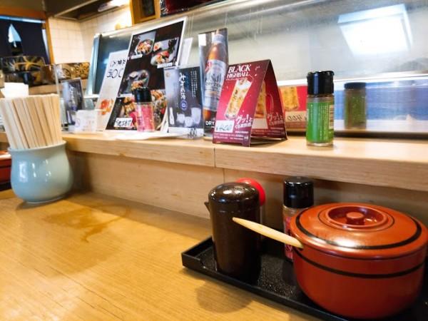 丸万寿司のカウンター